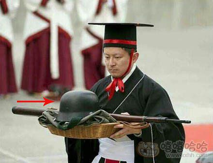 汉服社团好像是想祭祀国军,结果买错了军服。。。